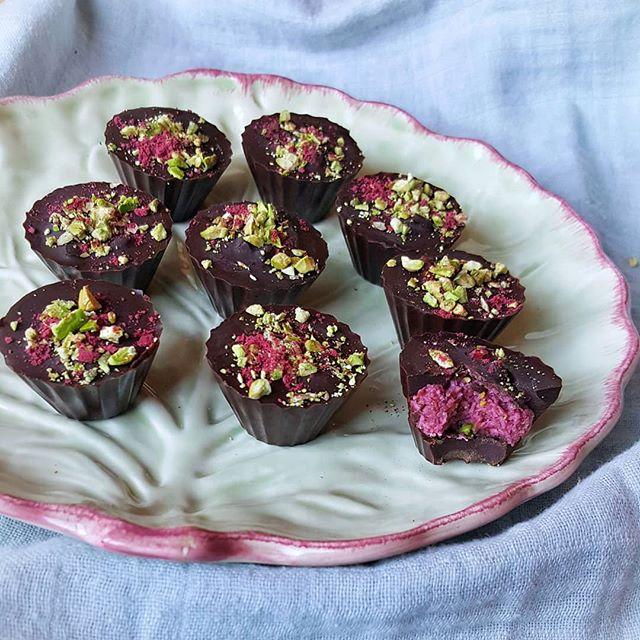 Bombones de frutos rojos y pistachos