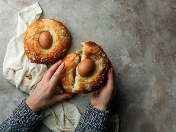 Mona de pascua y huevos de chocolate II