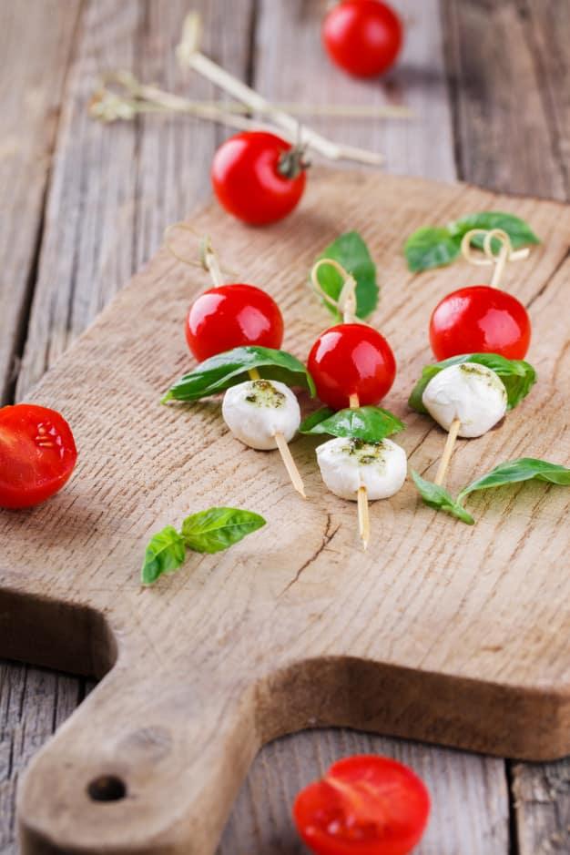 tomates-cherry-mozzarella-albahaca-brochetas